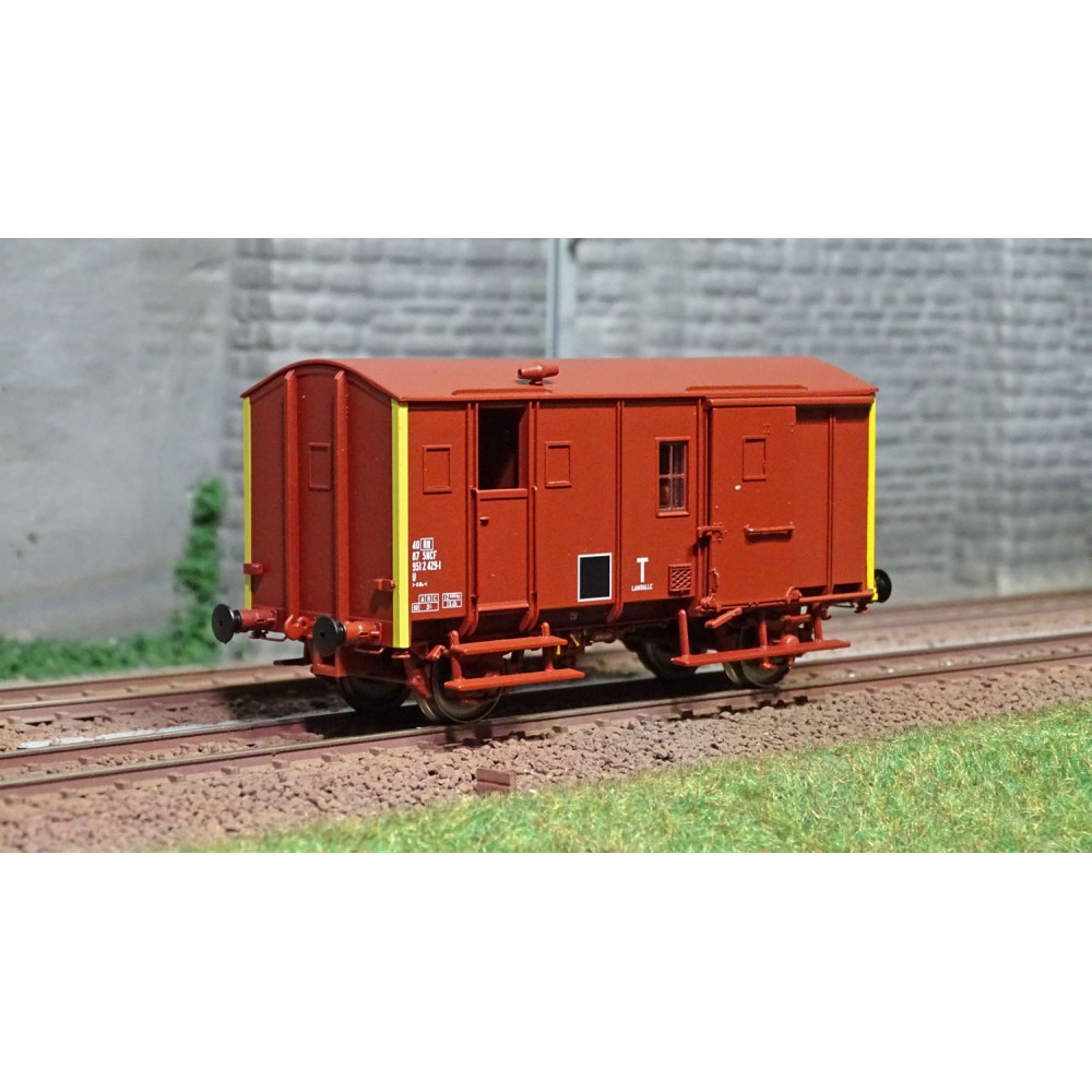 EPM 51.02.10 Wagon marchandise Fourgon Uk, rouge UIC, toit et châssis rouge, SNCF, Cul Jaune, ep.IV