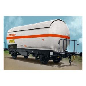 Arnold HN6479 Set de 2 wagons citernes gaz à essieux, livré argent, SNCF, SATI / UCBA, échelle N