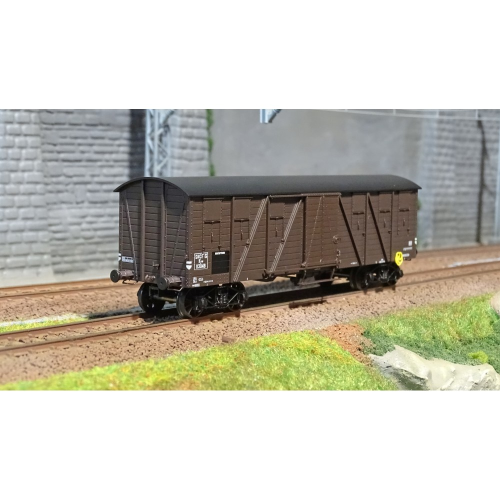 Ree modeles WB 521 Wagon Couvert TP 2 Portes, bogies, ep. III, SNCF