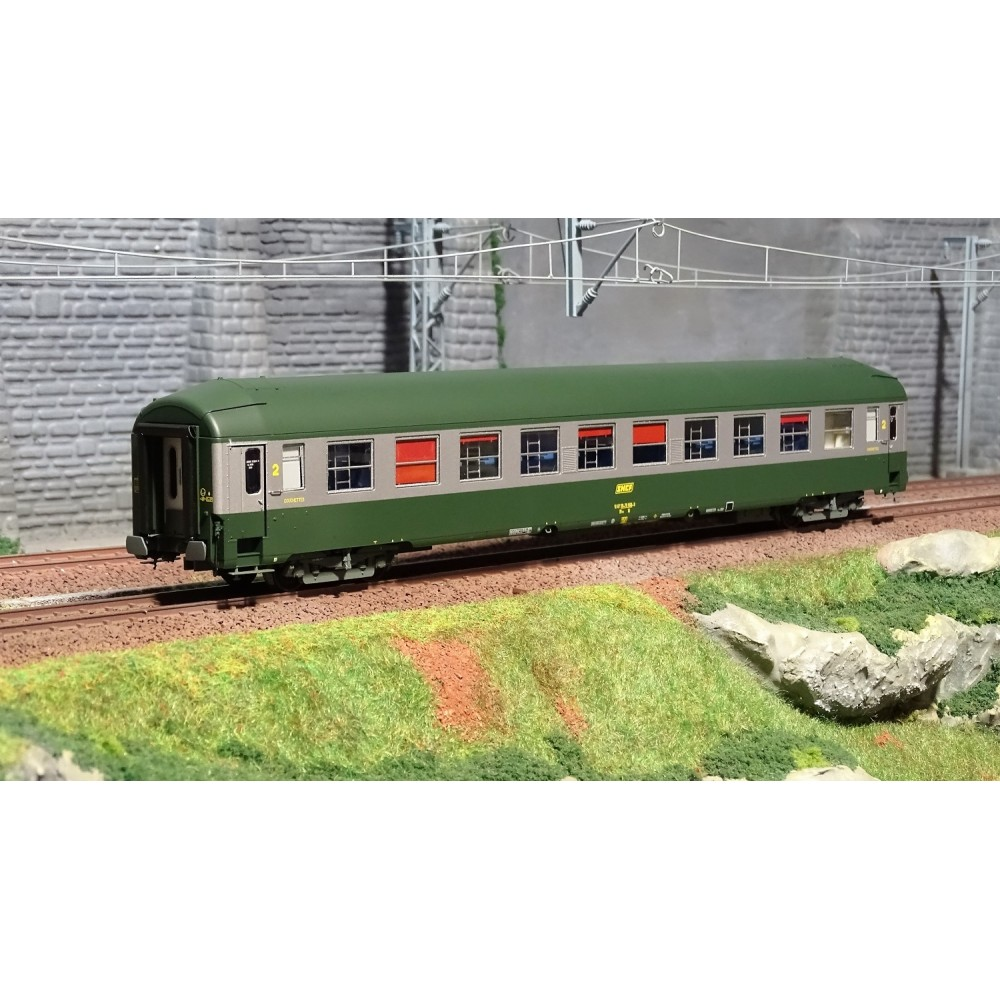 Ree Modeles VB222 Voiture voyageurs UIC couchettes, B9c9, vert/alu, toit haut